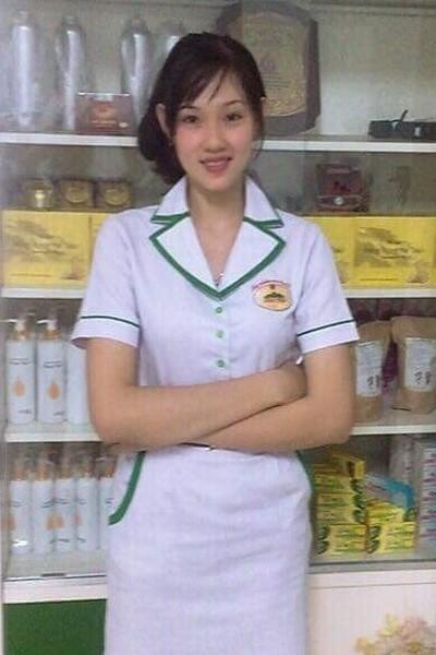 長身で品格のあるベトナム女性20代