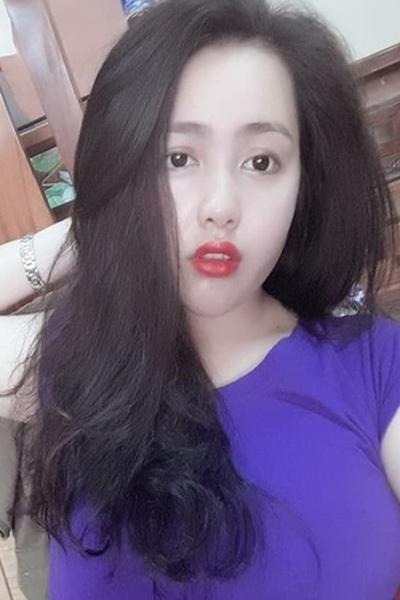 色白の少々内向的なベトナム女性20代