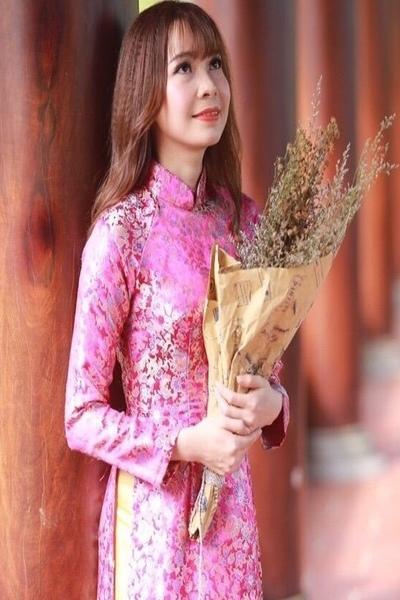 アオザイの似合うベトナム女性20代
