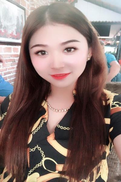 お洒落とおしゃべりが好きなベトナム女性20代