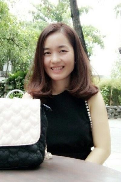 品格のあるベトナム女性30代