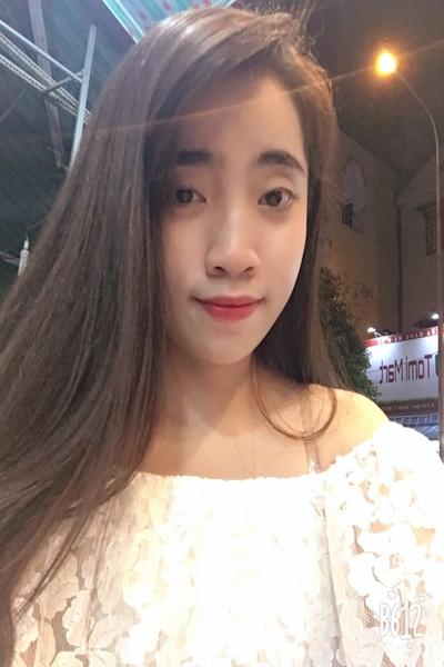 脚のきれいな可愛いベトナム女性20代