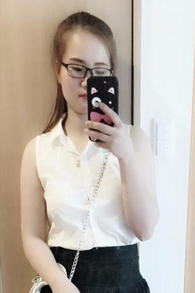 東京在中の色白でお肌の綺麗なベトナム女性20代