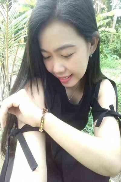 頑張っているベトナム女性20代