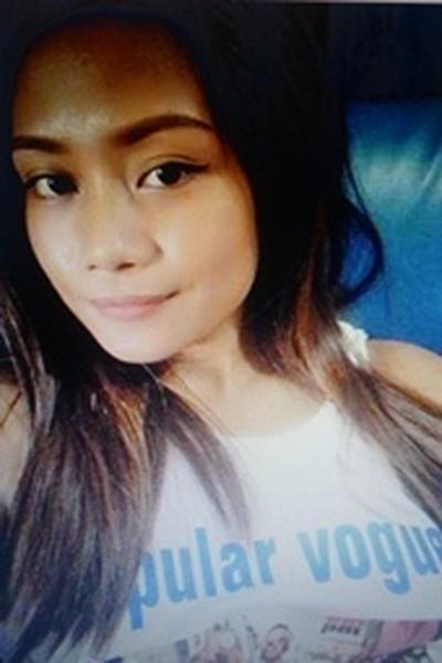 謙虚で理性的なフィリピン女性20代
