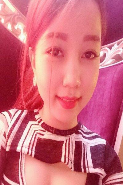 色白でお肌のきれいなベトナム女性20代