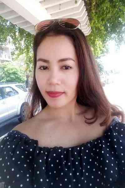 品格のあるお洒落なベトナム女性30代