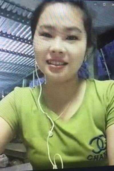 色白で長い黒髪が自慢のベトナム女性20代