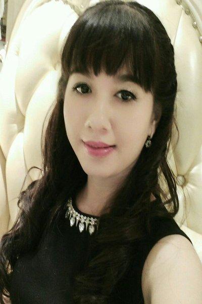 育ちの良さを感じる品格のあるベトナム女性30代