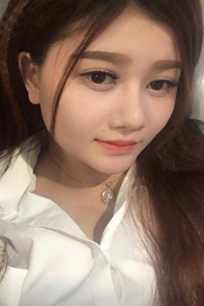 大きな瞳の美しいベトナム女性20代
