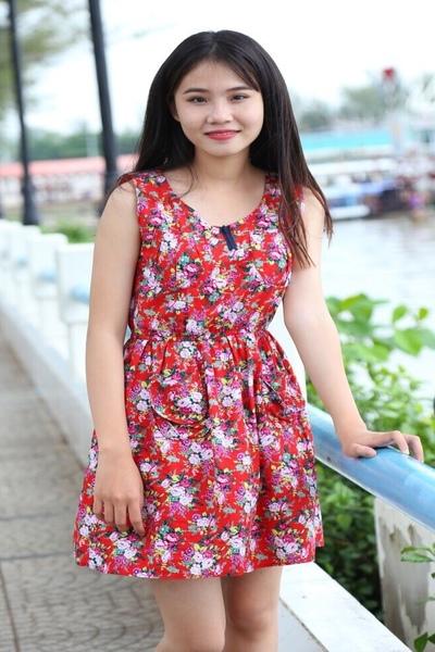 長い黒髪が自慢のチャーミングなベトナム女性20代