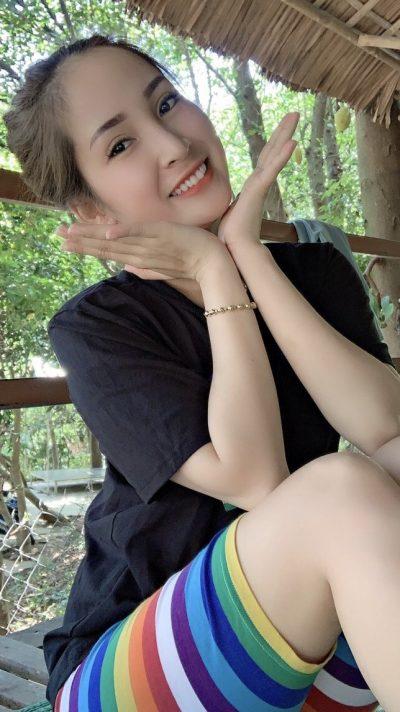 自然が好きなお洒落なベトナム女性20代