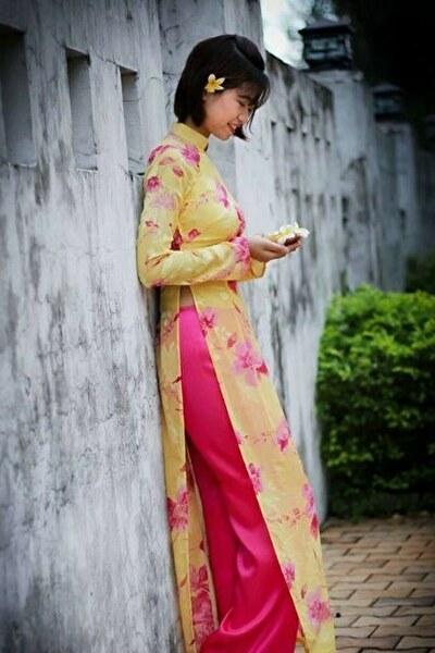 大阪在中のアオザイの似合うベトナム女性20代