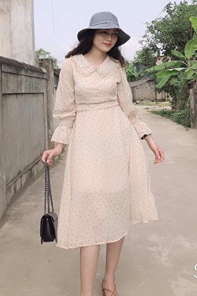 元モデルでスタイルの良いベトナム女性20代