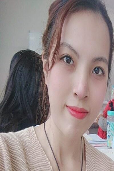 東京在中の色の白い瞳の綺麗なベトナム女性20代
