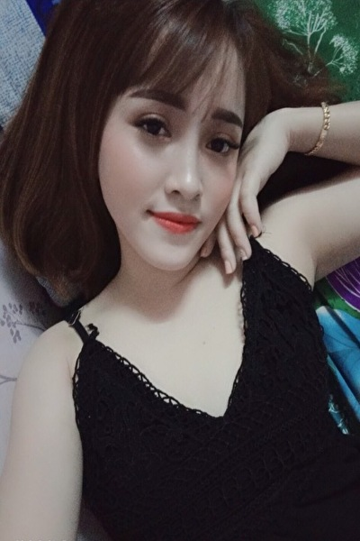 色白で小柄な可愛いベトナム女性20代