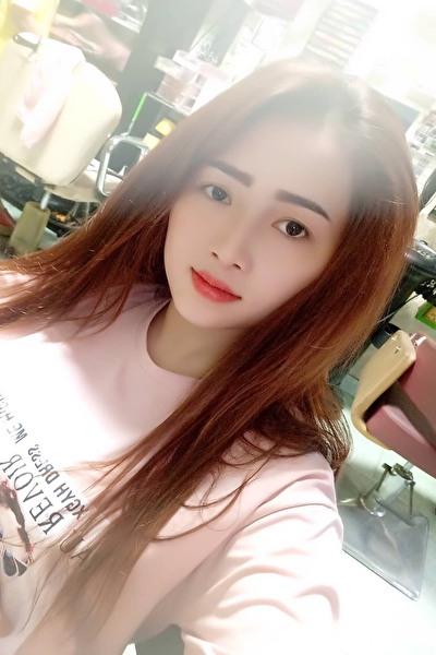 清楚で綺麗なベトナム女性20代