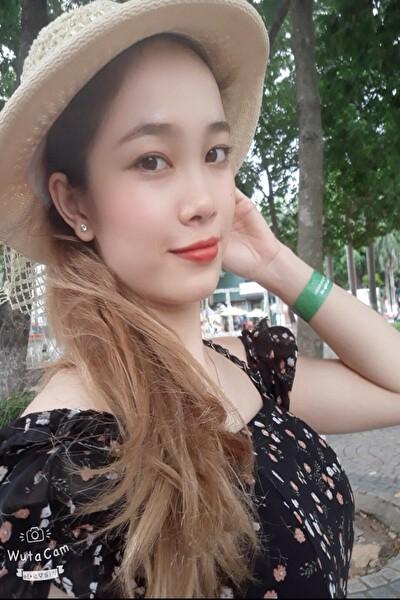 センチメンタルなベトナム女性20代