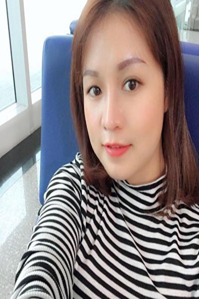 日本語と英語と韓国語が話せる色白のべトナム女性20代