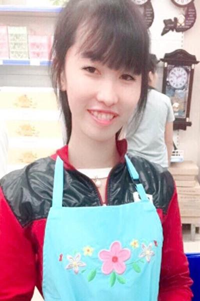 長身で痩せ型のベトナム女性20代