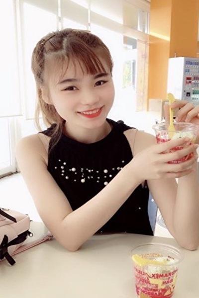 石川県在中の色白で足の綺麗なベトナム女性20代