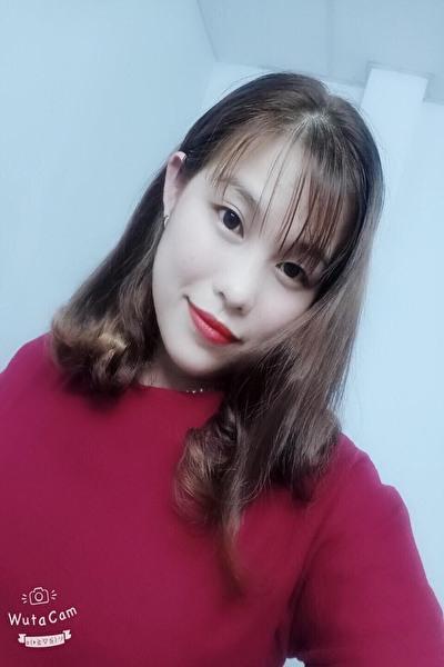 お洒落で明るいベトナム女性30代