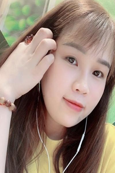 大阪在中の色の白い素直なベトナム女性20代