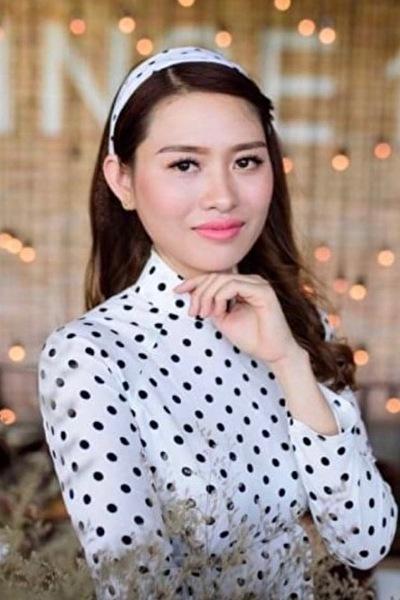愛知県在中のアオザイが似合うおしゃれでスタイル抜群の在日ベトナム女性30代