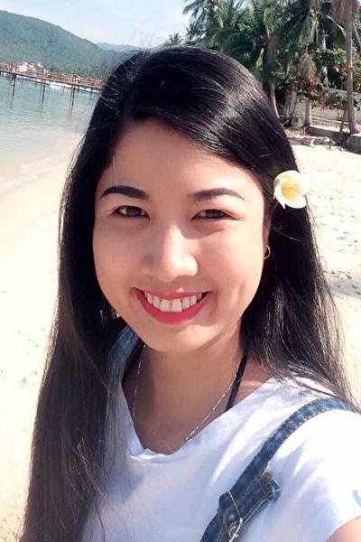 英語が話せる知的なベトナム女性30代