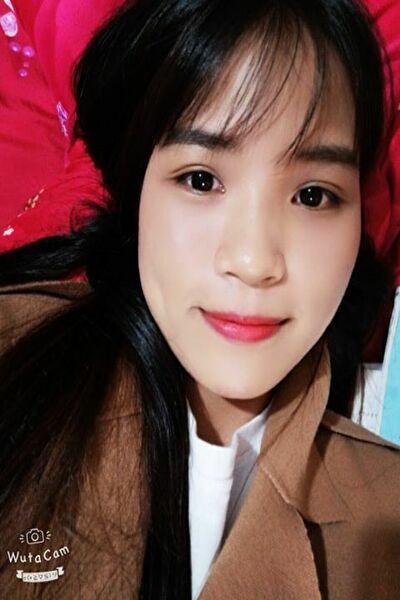 熊本県在中の黒髪が綺麗な在日ベトナム女性20代