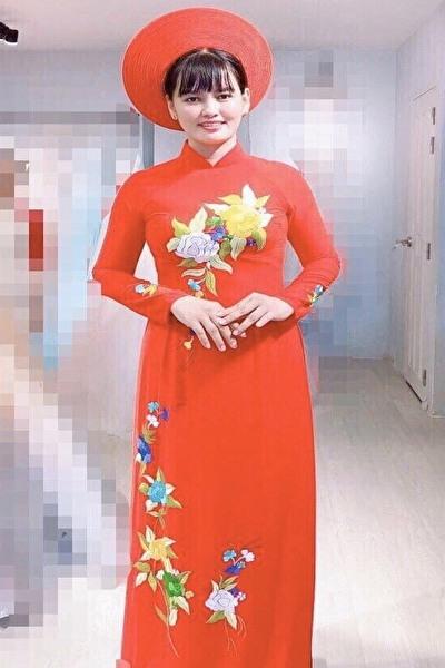 アオザイが似合う素敵なベトナム女性30代