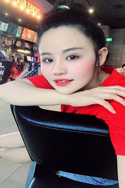 社交的で明るい素敵なベトナム女性30代