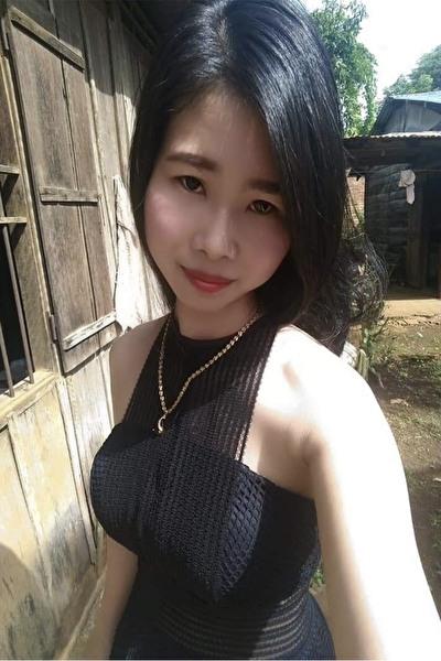 ペットが好きな優しいベトナム女性20代