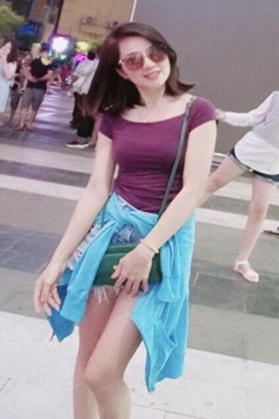 脚の綺麗なベトナム女性30代