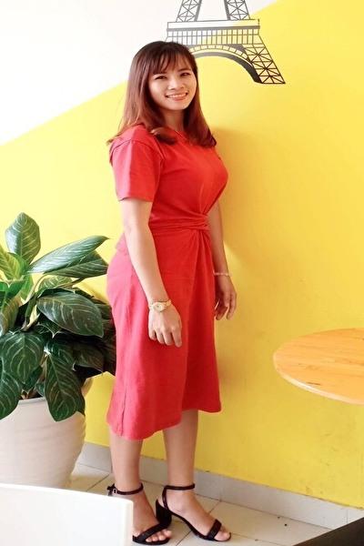 大家族で育った知的で明るいベトナム女性30代
