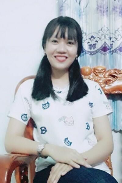 高身長、スタイルの良いベトナム女性20代