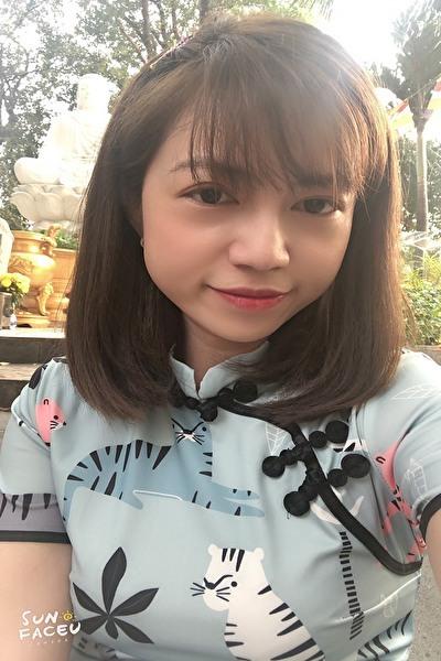 前向きなベトナム女性20代