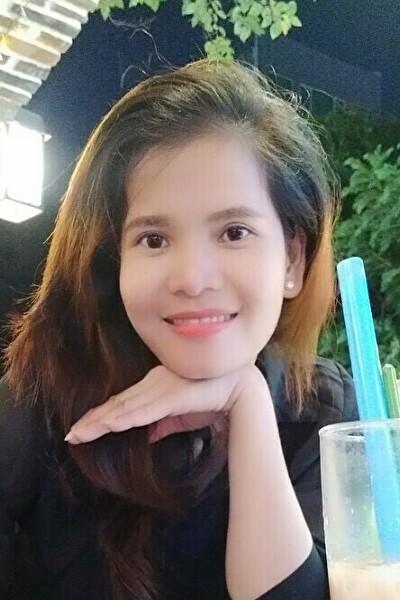 姉妹5人で頑張っているベトナム女性20代