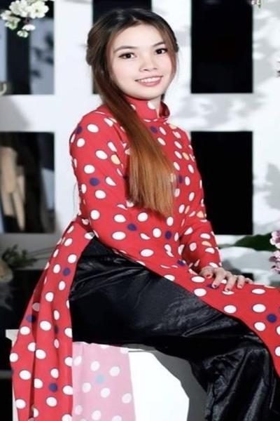 色白で瞳の大きなベトナム女性20代