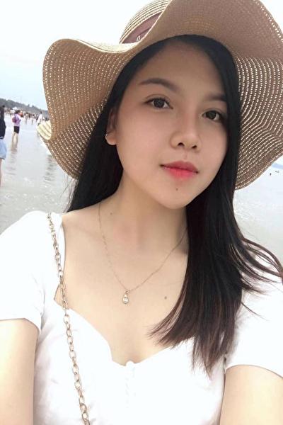 黒髪が自慢で料理も得意なベトナム女性20代