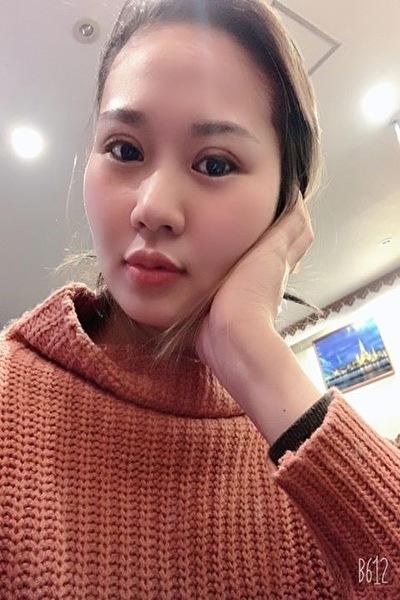 埼玉県在中の足の綺麗なおシャレなベトナム女性20代