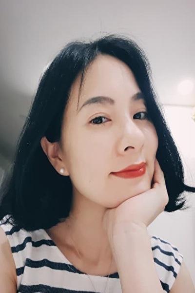 ボランティア活動に力を入れているベトナム女性20代