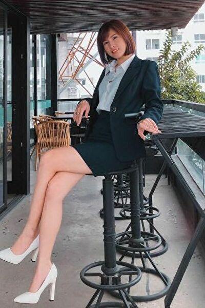 脚の綺麗なお洒落なベトナム女性20代