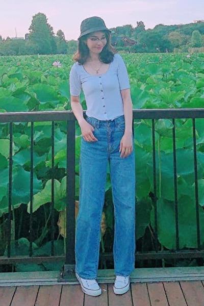 埼玉県在中の脚の長いスタイル抜群のベトナム女性30代