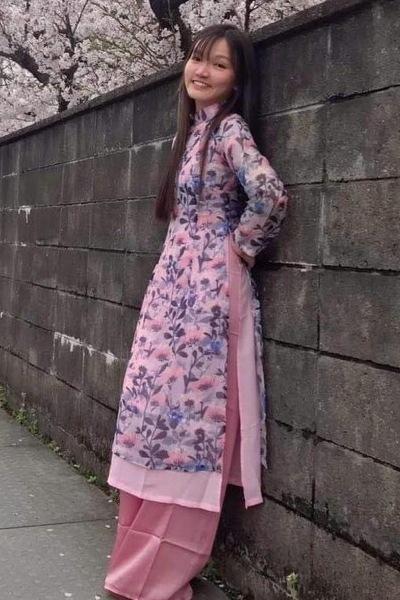 福山市在中のアオザイの似合う可愛いいベトナム女性20代