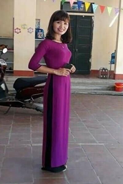 三重県在中のアオザイの似合う大人のベトナム女性30代