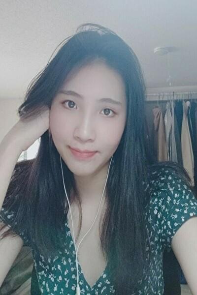 神奈川県在中のスタイル抜群の清楚なベトナム女性20代