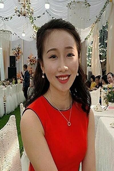 大阪在中のゲームに凝っている笑顔が可愛いべトナム女性20代 (JP177)