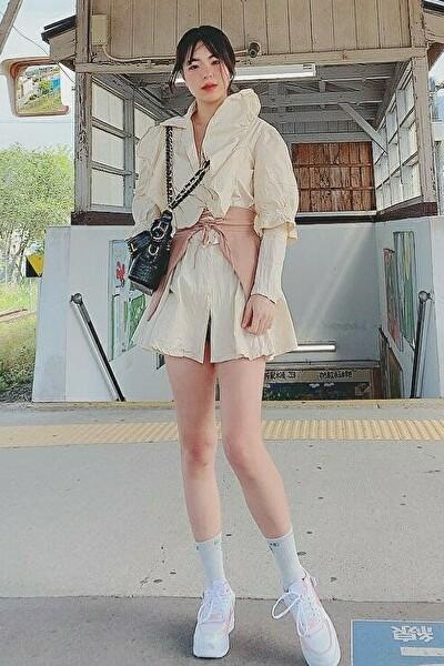 福島県在中の足の綺麗なベトナム女性20代(JP198)